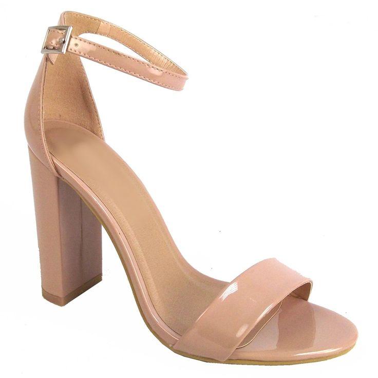 Simpel nude kleurig sandaaltje met een bandje over de tenen en een smal enkelbandje. Stevige, maar sierlijke hak. De voorste band is ook voor een bredere voet geschikt!