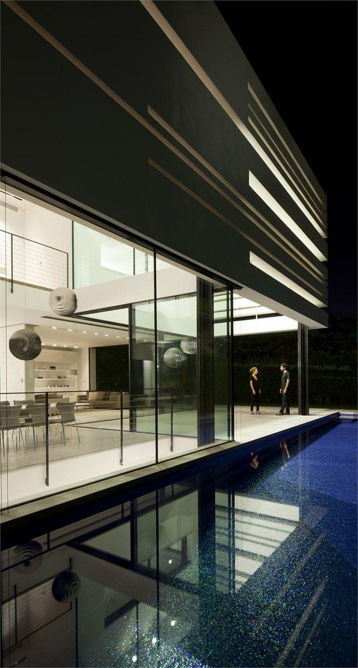 Ramat Gan House 2 by Pitsou Kedem Architects (Pitsou Kedem, Irene Goldberg, raz melamed) / Ramat Gan, Israel, 2011