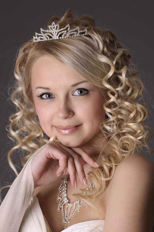 Medium length hairstyles for wedding guests : 92 best Updos Medium Length images on Pinterest
