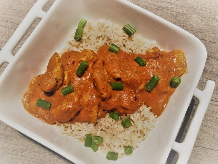 Misschien ken je die potten saus wel van Patak's. Zij hebben ook 'Korma' in het assortiment: Indiase curry saus met room, kokos en specerijen. We zetten dat potje opzij en maken hem gewoon heel makkelijk zelf. Maak kennis met malse en zachte kip in een romige en... #food #recept #zonderpakjes