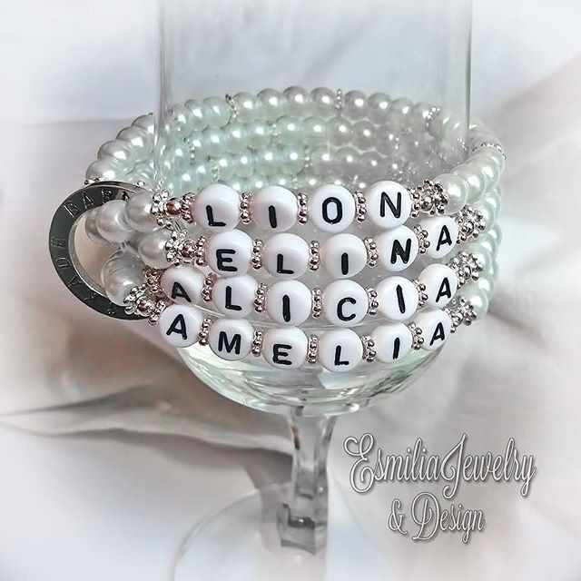 WEBSTA @ esmiliasmycken - #namn #namnarmband #personligt #armband #budskapsarmband #pärlarmband #smycken #mamma #mormor #farmor #barn #barnbarn #present #bloppis #loppis #tillsalu #gåva #armbånd #smykke #pärlor #pyssel #Jewelry #viärallapysselmorsor #bracelet #handmadejewelry