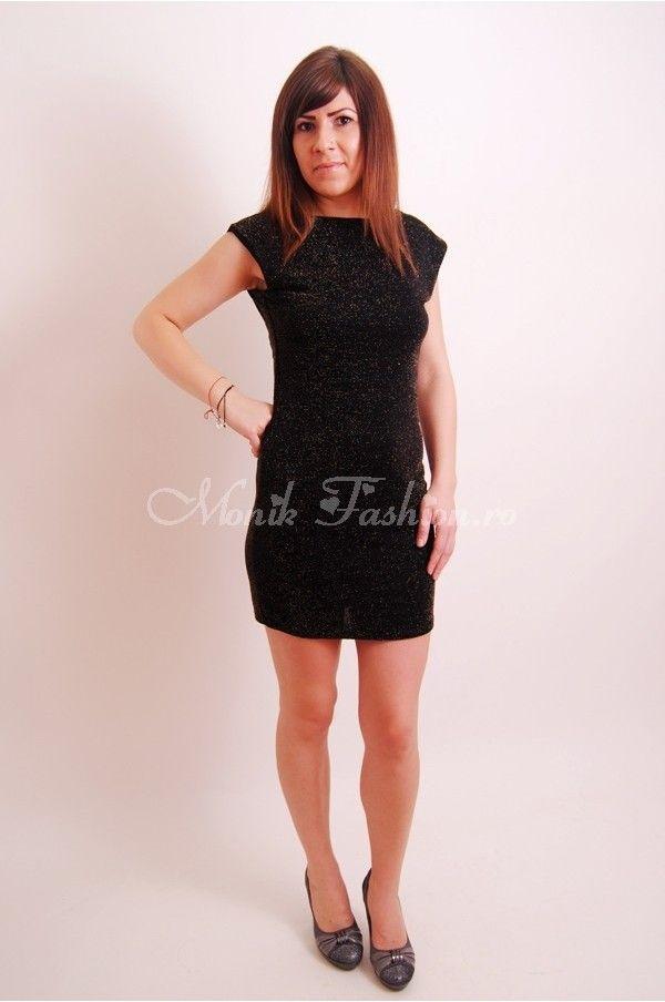 rochie mini cu material usor sclipicios si spatele decupat in V. model toamna/iarna 2013