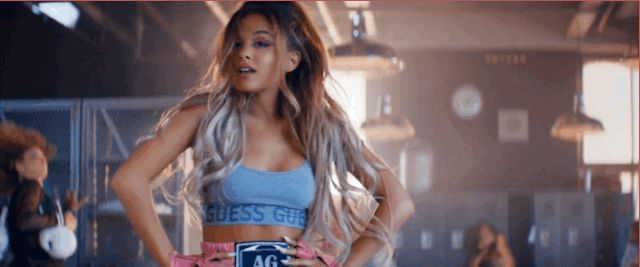 """Ariana Grande Is the World's Coolest Spinning Instructor in the """"Side to Side""""…                                                                                                                                                     Más"""