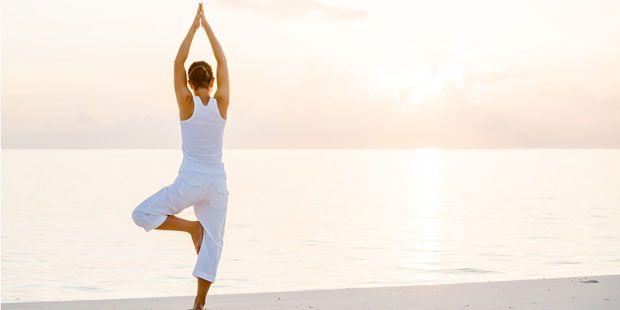 Auch unter Erschöpfung immer wieder zurück ins Gleichgewicht zu finden, ist Teil unserer Natur. Wie Yoga gegen Stress Ihnen dabei hilft.