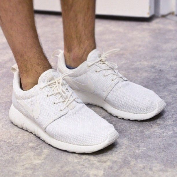 all white roshe