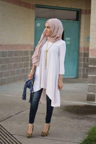 Hijab tunic with jeans www.justtrendygirls.com/modest-street-hijab-fashion/