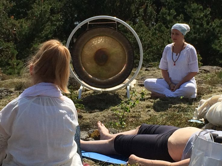 Outdoor Gong Meditation on a varm sunny day....#yogainiceland, yoga on summer solstice