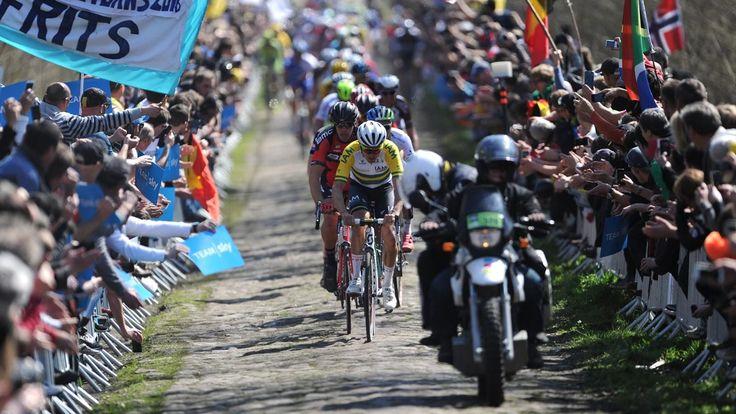 PARIS-ROUBAIX : Située à 100km de l'arrivée, la Trouée d'Arenberg reste le passage mythique de Paris-Roubaix. Celui dans lequel on ne gagne pas la course, mais là où on peut la perdre. Tout simplement mythique. (Sujet réalisé par François-Xavier Rallet) ICI PARIS-ROUBAIX...