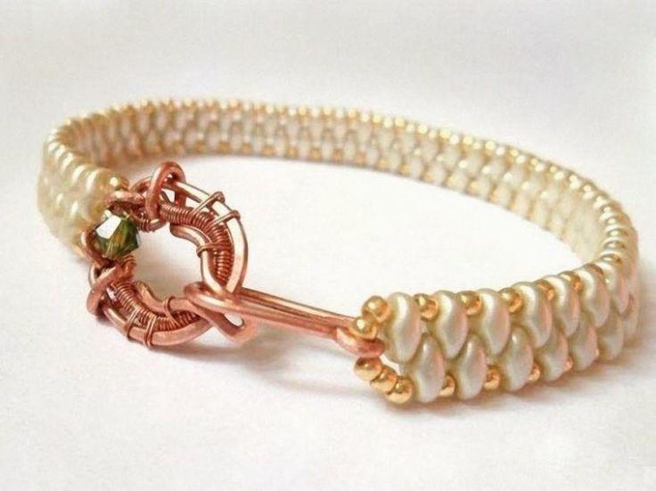 Kostenloses DIY: Elegantes Armband aus Perlen selber machen, Schmuck in weiß, gold und kupfer / Free DIY: elegant bracelet made of perls, jewlery in white, gold and copper via DaWanda.com