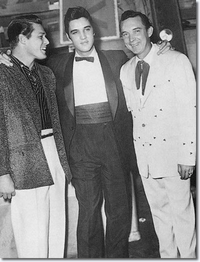 Gorden Terry : Elvis Presley : Ray Price - Ryman Auditorium, Nashville. 21st December 1957. - Elvis didn't perform on stage at the Grand Ole Opry that Saturday evening, but did hang around backstage and met lots of old friends. - See more at: www.elvispresleym...