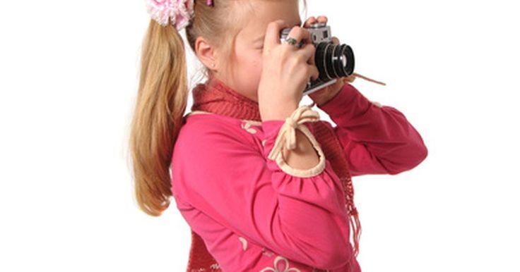Actividades para niños con la cámara digital . Las cámaras digitales son una estupenda forma de divertirte con los niños. Son relativamente económicas y convenientes porque las fotos que no son utilizables, tomadas por las jóvenes manos sin experiencia, pueden borrarse y volverse a tomar. Esto hace que las actividades sean divertidas. Hay muchas actividades perfectas para los niños, que se ...