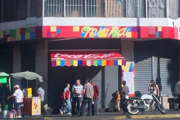 ¡INDIGNACIÓN POPULAR! Vecinos protestaron por expropiación de la panadería en la Av. Baralt (y colectivos los atacaron) (+Video) - http://wp.me/p7GFvM-DXi