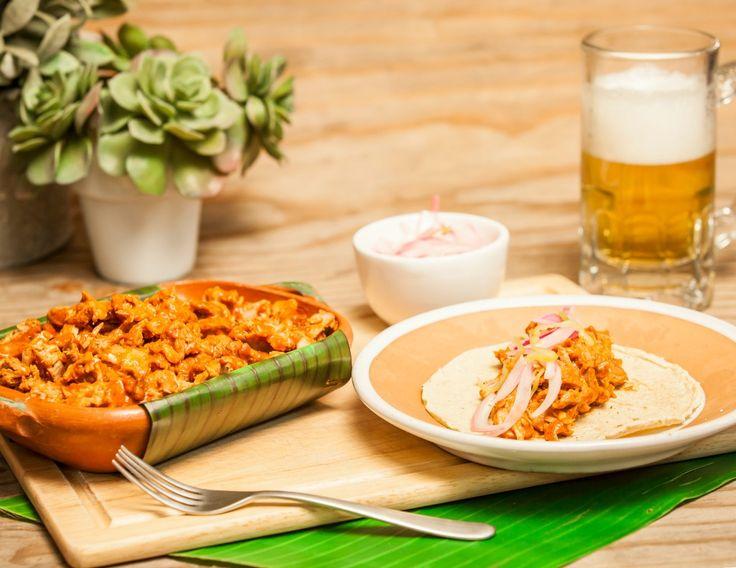 La cochinita pibil es una de las recetas mexicanas típicas de la gastronomía yucateca. Aquí te presentamos una receta fácil, y con un sabor inigualable. Es una preparación con un sabor tan auténtico que nunca olvidarás.