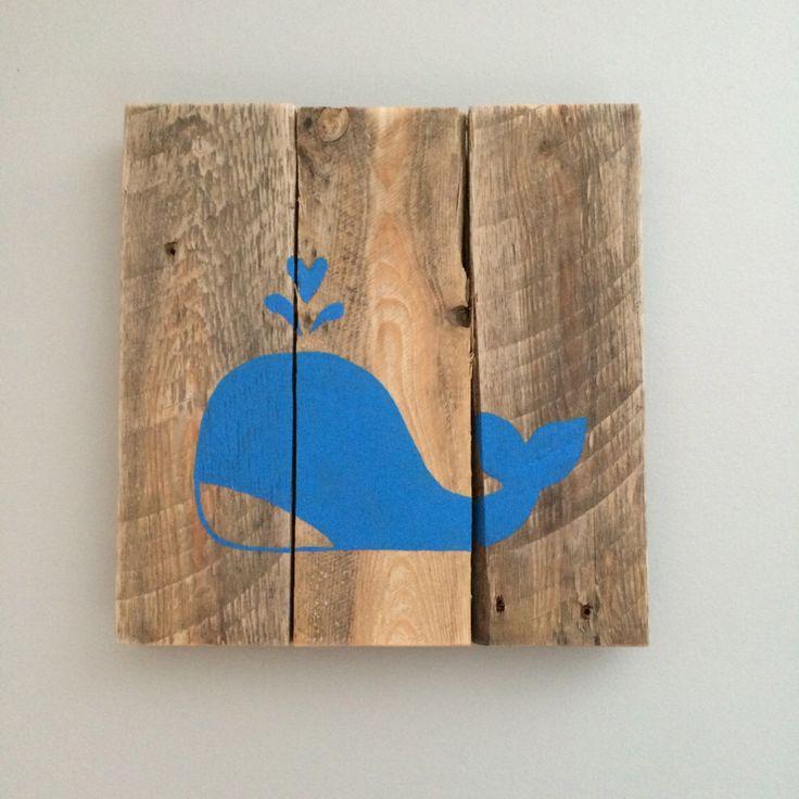 """Cadre """"Baleine bleu"""" fait de palette recyclé par Lilyandfriends sur Etsy https://www.etsy.com/fr/listing/265984225/cadre-baleine-bleu-fait-de-palette"""