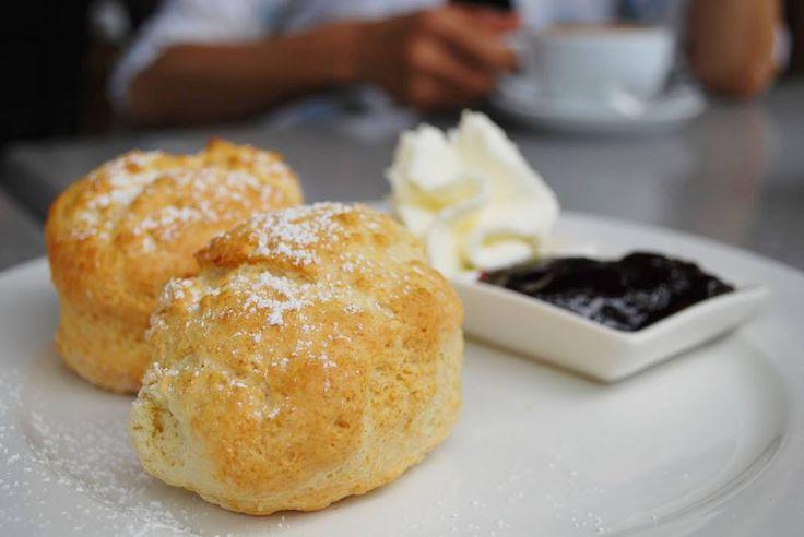 Miam, on peut même les garder pour le petit déj ce weekend, des scones faciles :) => http://ow.ly/vLtZ30anbUz