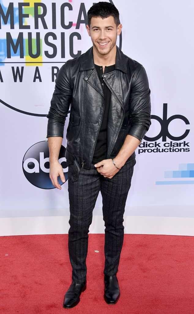Nick Jonas: 2017 American Music Awards: Red Carpet Fashion