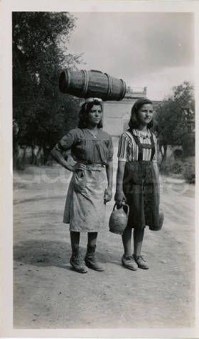 """Lucera - """"Girls Carrying Water"""" :: Albert Chance World War II Collection- Il reporter americano Albert Chance arrivò in Italia nell'estate del 1944 insieme alle truppe angloamericane: ci rimane un ritratto fedele e commovente del nostro Paese, che Gustodaunia vuole qui condividere con voi e con gli amanti dell'Italia in tutto il mondo"""