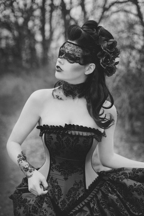 Darkly, deeply romantic gothic fashion! Compliment your gothic style at http://www.designyourownperfume.co.uk with a seductive and unique custom made perfume - choose from over 70 exciting scents; from the floral and delicate to the hypnotic, the exotic, and the strange and quixotic.#gothic fashion