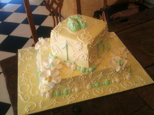 http://cakedecoratingcoursesonline.com/cake-decorating/ Cathys_Rum_Cake_Stacked_Sheet_Yellow_Barcelona_Baby_Shower_Cake.jpg. Do you want your #personal #Baby #Shower #cake? - Join Unique #Online Cake #Decorating #Courses on http://cakedecoratingcoursesonline.com now!