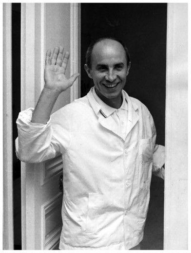Aqui o estilista Andrè Courrèges... Clica pra ver a 1ª campanha da marca após sua morte