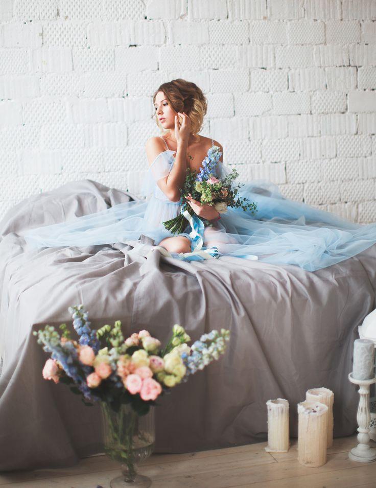 """Будуарное платье """"Serenity""""  Обнаженные плечи - это очень красиво и женственно, а рукава в виде """"крылышек"""" подчеркнет их красоту еще больше! Мягкий еврофатин, отделка волнистой тесьмой и чешскими бусинами цвета serenity."""
