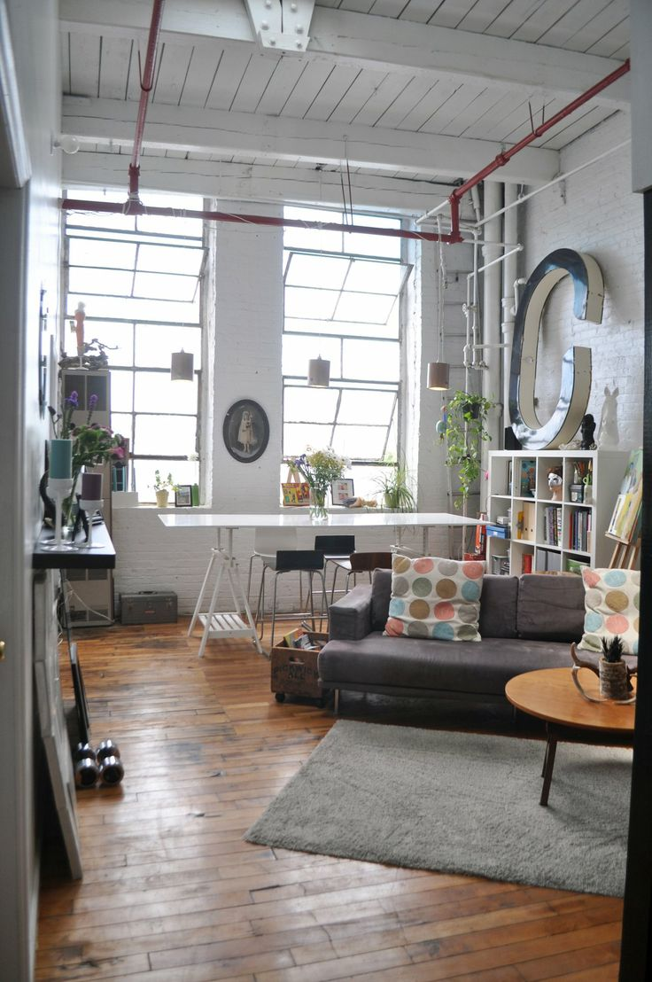 Ryan's Artist Loft in Bushwick. Love the white bricks, the white ceiling, and the dark floor. Gorgeous. And the red pipe near the ceiling! Cool.