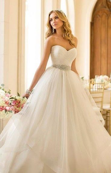 Waahhhh .. It's so beautiful. Can I have 27 weddings just to wear all the wedding dresses I pin?