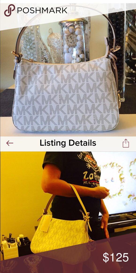 Michael Kors Jet Set Hobo Like new Michael Kors Hobo Bag carried less than ten times 100% Authentic vanilla monogram Michael Kors Bags Hobos