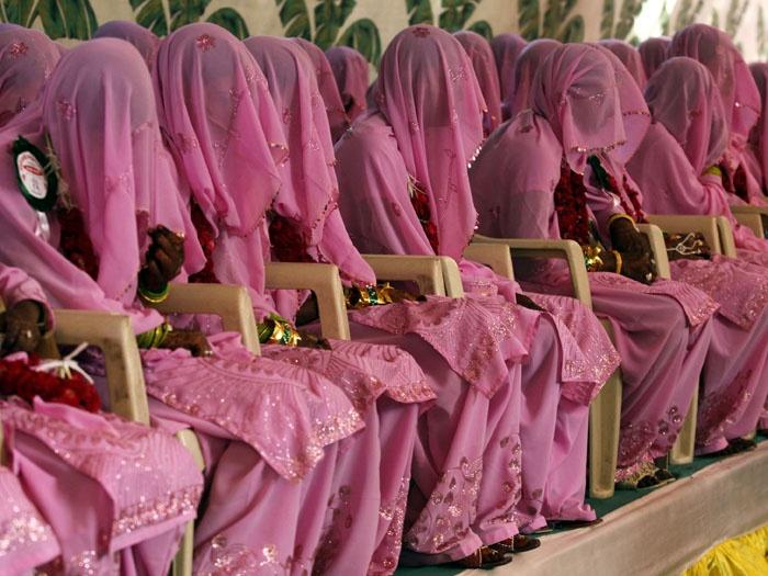 Noivas muçulmanas esperam pelo início do casamento