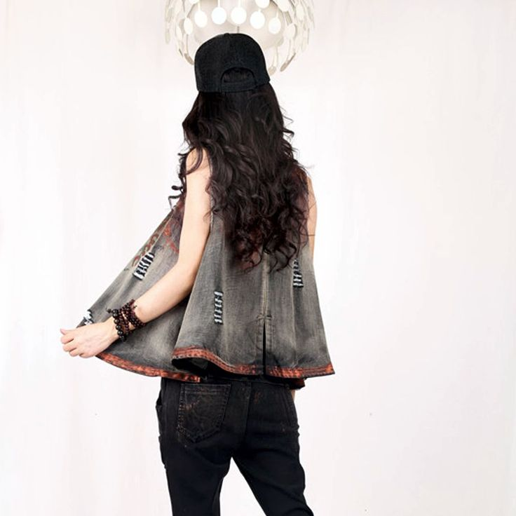 Colete Denim Espessura do tecido: média estilo: moda selvagem Cores conforme fotos Solto Com desgaste Pequena abertura nas costas  Medidas: Busto: 110cm Comprimento: 60cm