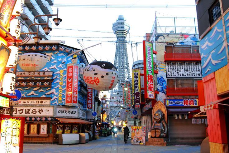 大阪というと、アクセスはいいものの、大人の女性が楽しめる場所はあるの?という声も。でも食べ物はおいしいですし、ガラス張りの空中回廊から大阪を一望できる「あべのハルカス」や、海遊館がプロデュースする水族館、動物園、美術館のジャンルを超えて、まるでアートのように生きものを観察できる話題の新感覚ミュージアム「二フレル」など大人向けの観光スポットもたくさんあります。水の都・大阪をクルーズするのも一風変わって素敵!今回は、大人女子におすすめの観光スポットやグルメなど大阪の魅力をご紹介します。