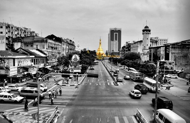 Sule Pagoda. Taken using Nikon D90.