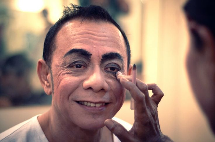 WinNetNews.com - Dunia hiburan Indonesia kembali dirudung duka. Komedian Eko DJ meninggal dunia pukul 23.00 WIB.Kabar tersebut diinformasikan oleh pelawak senior Tarzan melalui pesan singkat kepada awak media.Semoga khusnul khotimah, tulisnya.Rumah duka berada di kawasan Pondok Kelapa, Jakarta Timur.
