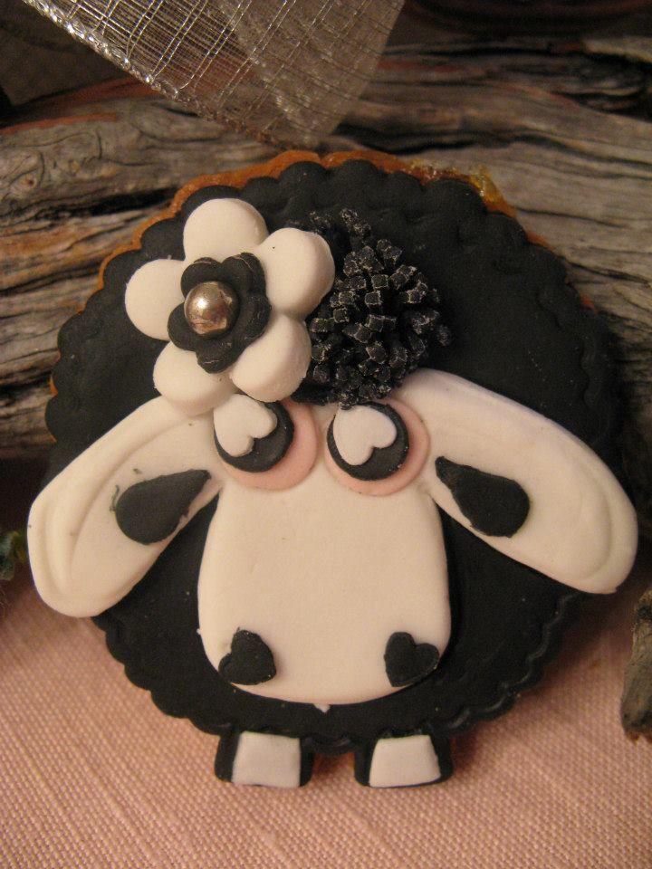 pecorella nera in pasta di zucchero biscotto bomboniera Omar Busi