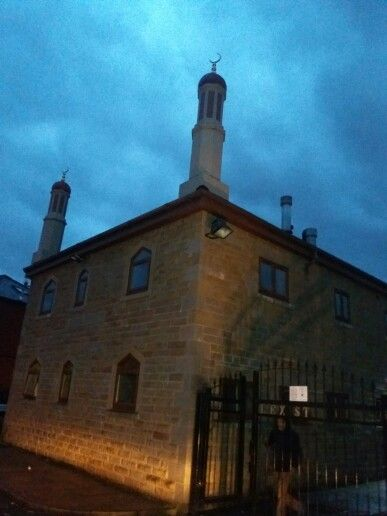 Madina Masjid 27 William Henry St Preston Lancashire,PR1 4XH Tel:01772 798847 Mobile:07974 694606