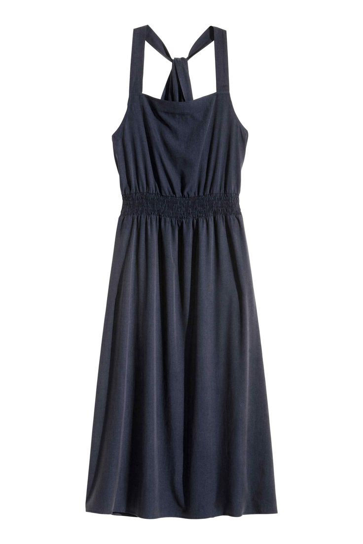 Sukienka z domieszką lyocellu: Sukienka do połowy łydki z mieszanki zawierającej lyocell o jedwabistej, matowej powierzchni. Szerokie ramiączka, elastyczne marszczenie w talii i drapowany, kopertowy detal na plecach.