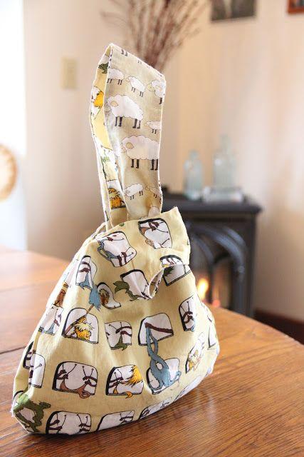 Reversible Japanese Knot Bag... instructions here:  http://www.marthastewart.com/264167/reversible-purse