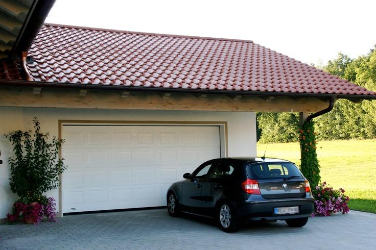 Portone sezionale IRIS by Breda e BMW serie 1. - Sectional Garage Door IRIS by Breda & BMW 1  #BredaLoveCars #portoni #sezionali #garage #doors #breda #bmw