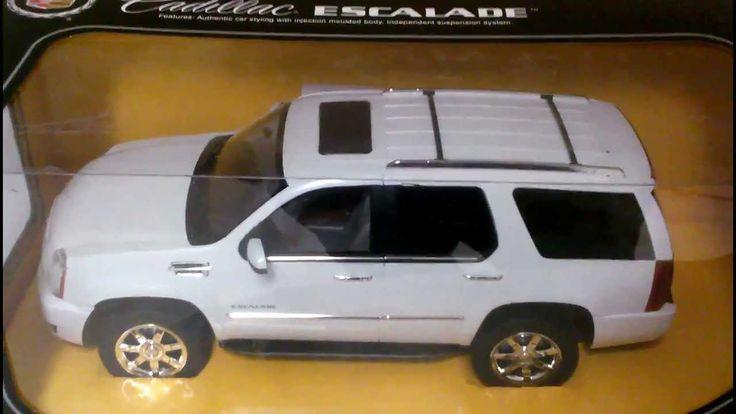 Voiture téléguidée, Escalade Cadillac. 49.99$ Disponible en boutique ou sur notre catalogue en ligne. Livraison rapide au Québec.  Achetez-le info@laboiteasurprisesdenicolas.ca