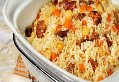 Kayseri Usulü Buhara Pilavı, sebze, et ve pirinç muhteviyatı ile çok besleyici ve çok lezzetli bir tarif. Tüm istedikleriniz bir arada. Daha ne olsun?
