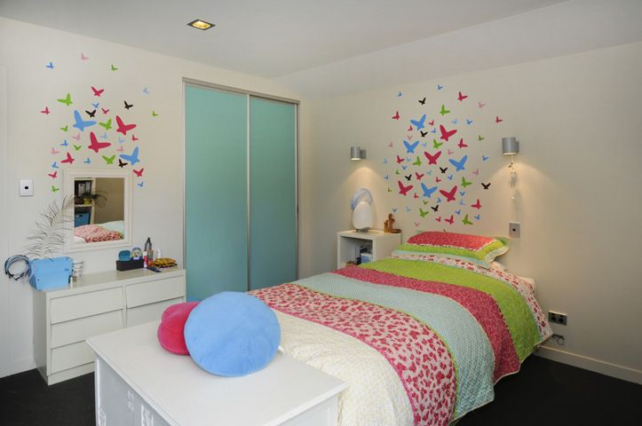 teenage girls bedroom