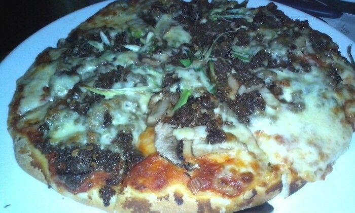 Pizza rendang daging sapi