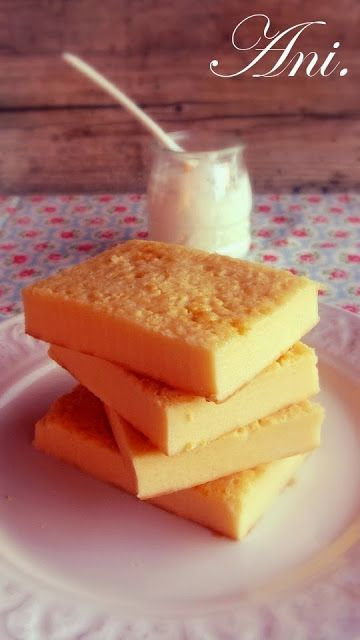 Quesada de yogurt y quesitos - No os puedo describir el sabor tan cremoso y delicioso que tiene esta quesada de yogurt y quesitos.