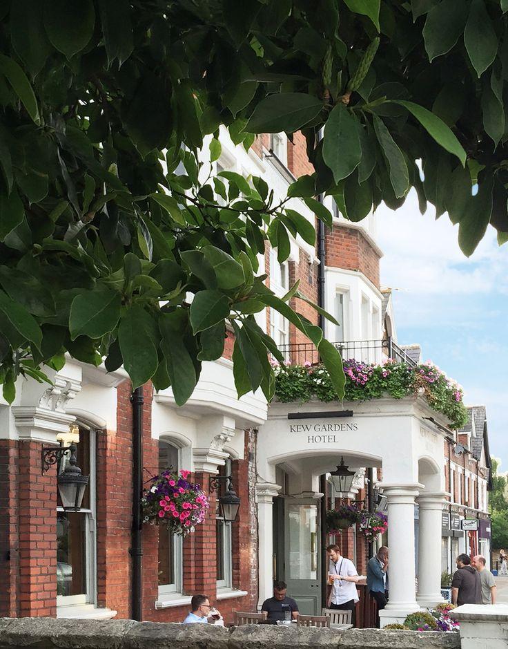 Klein und sehr liebevoll gemacht – das Kew Gardens Hotel in London. Wir freuen uns sehr, dass auch hier jetzt unsere Stoffe hängen. Es ist wirklich sehr schön geworden!