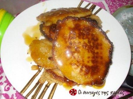 Πρόκειται για τα κλασσικά pancakes μονο που αντι για αλευρι χρησιμοποιούμε κουάκερ. Πανεύκολη και γρήγορη γίνεται στην στιγμή και μπορεί να γινει είτε γλυκο με μελι είτε αλμυρό με κασερι ή φετα...Ο Πίτερ Πάν μου τα λατρεύει (18 μηνών)...
