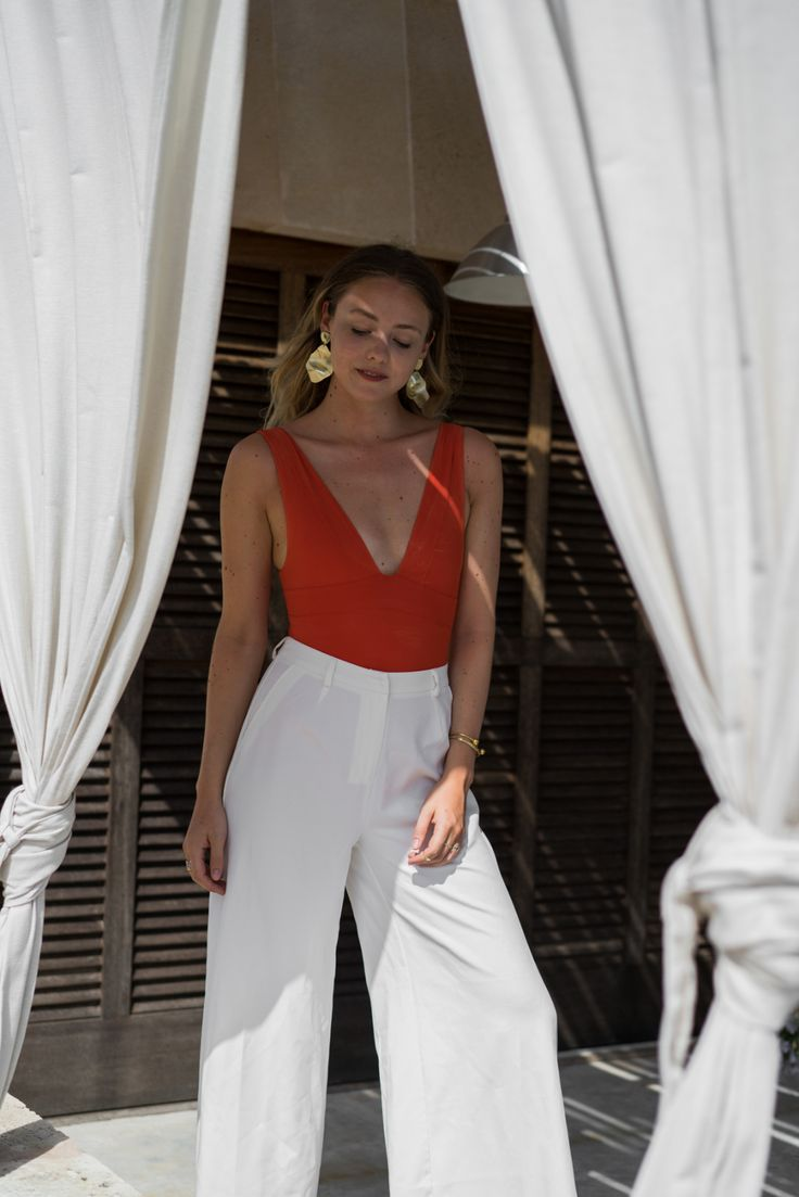 &otherstories red swimsuit wide white pants statement earrings Hérmes Oran Sandalen TheLimitsofControl Fashionblogger Berlin Deutschland Germany