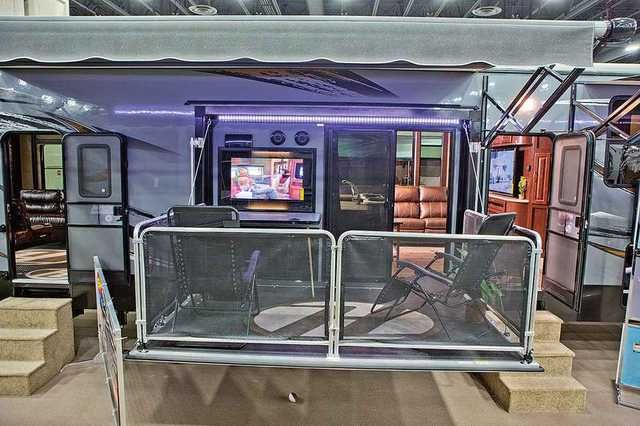 2015 Used Heartland Cyclone 4200 Fifth Wheel in Arizona AZ.Recreational Vehicle, rv, Only used 6 times. Text or Call 480 720-9541, I don't respond to emails . This truly has all the upgrades. 2 Bathrooms 3 ac units Five year warranty inside and out included!!! Full 6-Point Leveling Front-to-Rear and Side-to-Side Leveling Leveling system can be used to change a tire One power source Backup system in case of electrical failure Lightweight aluminum jacks Fully automatic leveling controls…
