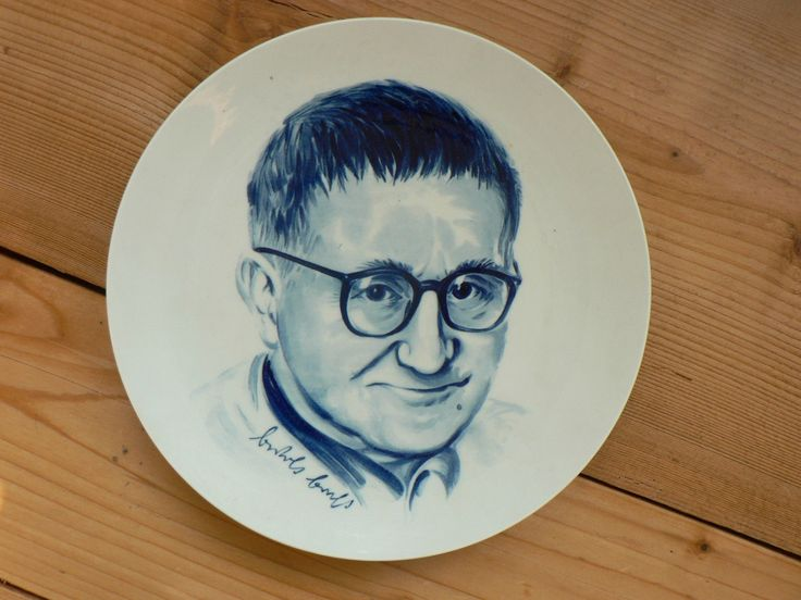#wtf wanna eat from bert brecht's face? collective dish // sammelteller mit brechts gesicht drauf (der arme)