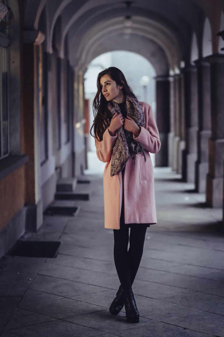 https://flic.kr/p/R11GW7 | A woman posing under arcades | Get more HR free photos on freestocks.org  Model: www.maxmodels.pl/modelka-kwiecista7.html