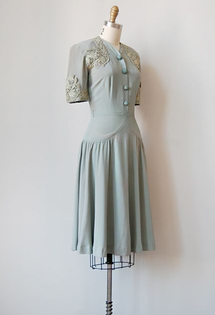 vintage 1940s grey filigree lace dress WHAT THE WHAT THIS IS SOOOOO BEAUTIFUL AHHHHHHHHHH
